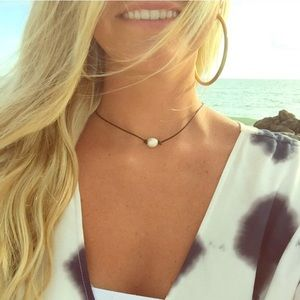 Pearl leather necklace